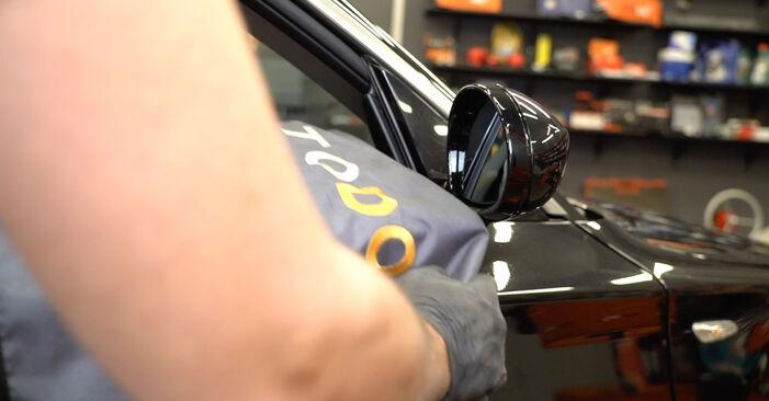 Hvordan skifte BMW 1 SERIES 2013 Sidespeilglass trinn–for–trinn veiledning