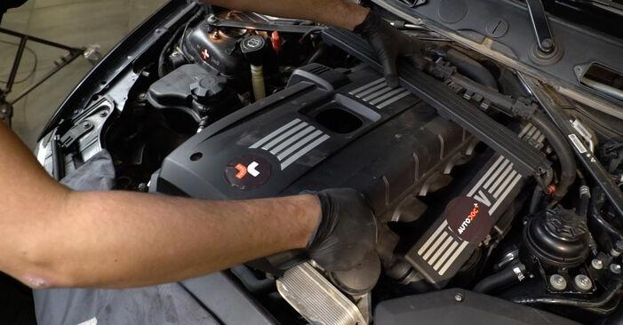 Sostituendo Candela Di Accensione su BMW E82 2008 120d 2.0 da solo