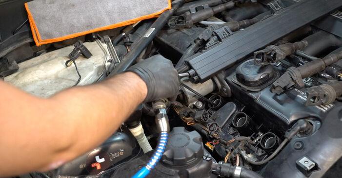 Sostituire Candela Di Accensione su BMW 1 Coupe (E82) 135i 3.0 2012 non è più un problema con il nostro tutorial passo-passo