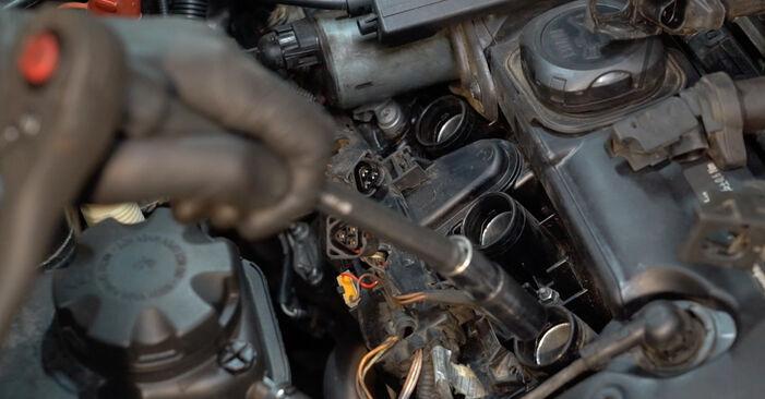 Come cambiare Candela Di Accensione su BMW E82 2006 - manuali PDF e video gratuiti