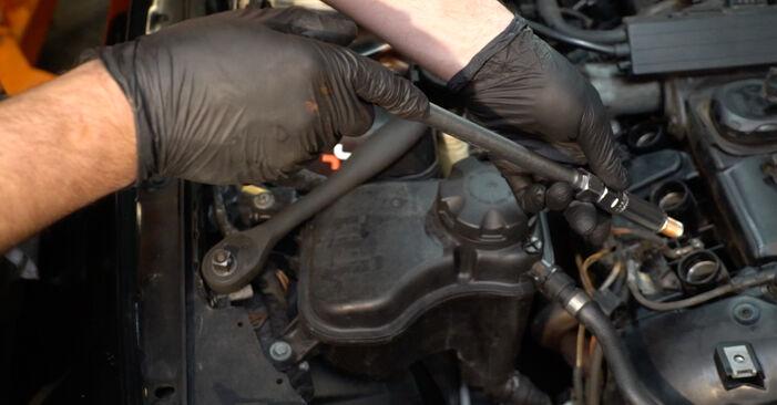 Modifica Candela Di Accensione su BMW 1 Coupe (E82) 118d 2.0 2009 da solo