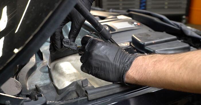 Consigli passo-passo per la sostituzione del fai da te BMW E82 2011 125i 3.0 Candela Di Accensione