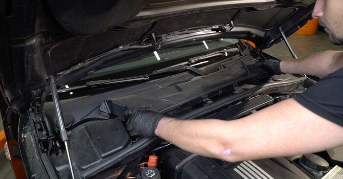 BMW E82 123d 2.0 2008 Candela Di Accensione sostituzione: manuali dell'autofficina