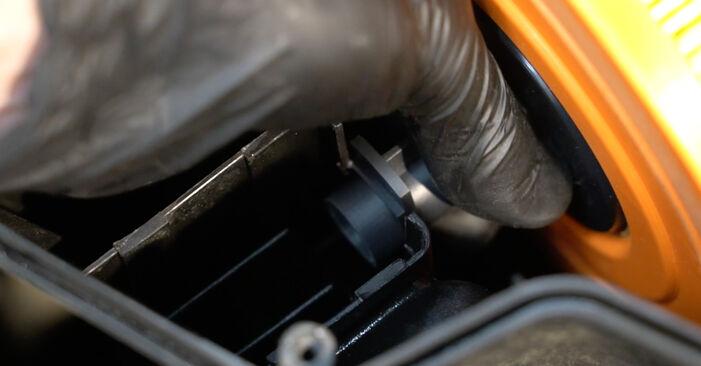 Austauschen Anleitung Luftfilter am BMW E82 2008 120d 2.0 selbst