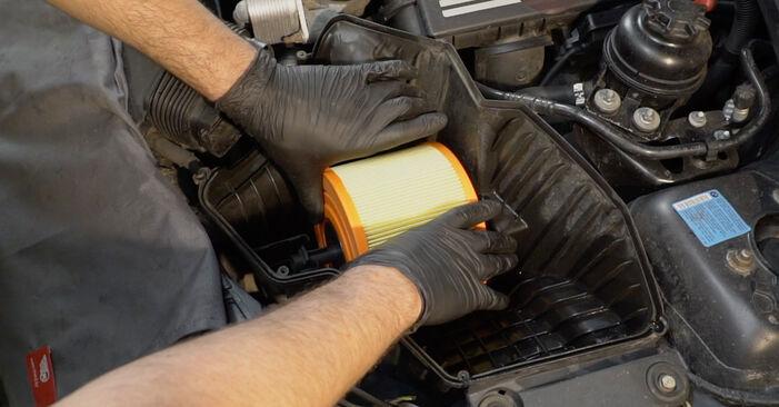 Luftfilter Ihres BMW E82 123d 2.0 2006 selbst Wechsel - Gratis Tutorial