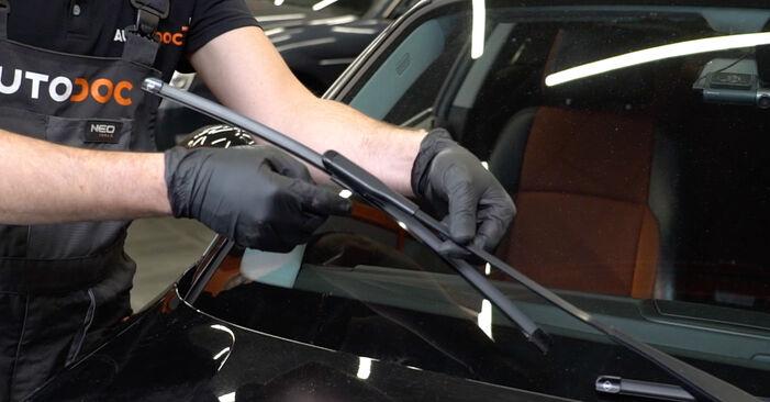 Wie Scheibenwischer BMW 1 Coupe (E82) 123d 2.0 2007 austauschen - Schrittweise Handbücher und Videoanleitungen