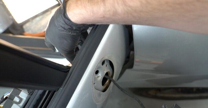 Hvordan skifte Sidespeil på Ford Fiesta Mk6 2008 – gratis PDF- og videoveiledninger