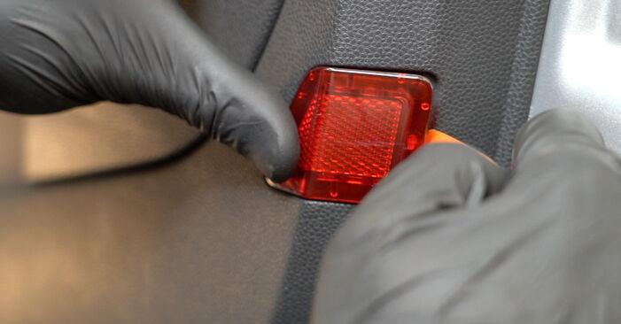 Vanskelighetsgrad: Bytte av Sidespeil på Ford Fiesta Mk6 1.4 2014 – last ned illustrert veiledning