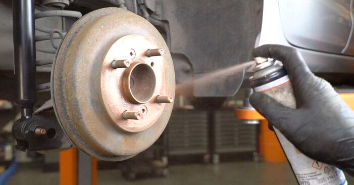 Hvordan skifte Støtdemper på FORD Fiesta Mk6 Hatchback (JA8, JR8) 2013: Last ned PDF- og videoveiledninger