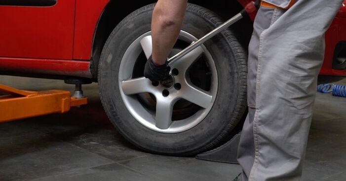 Tausch Tutorial Stoßdämpfer am SEAT Ibiza III Schrägheck (6L) 2006 wechselt - Tipps und Tricks