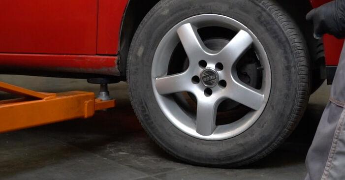 Schritt-für-Schritt-Anleitung zum selbstständigen Wechsel von Seat Ibiza 6L1 2007 1.4 TDI Stoßdämpfer