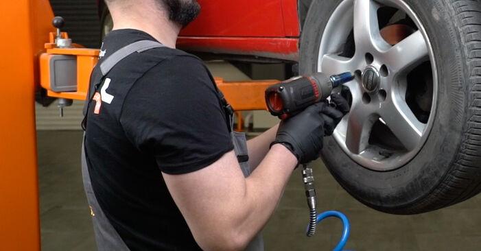 Wie schwer ist es, selbst zu reparieren: Stoßdämpfer Seat Ibiza 6L1 1.9 TDI 2008 Tausch - Downloaden Sie sich illustrierte Anleitungen