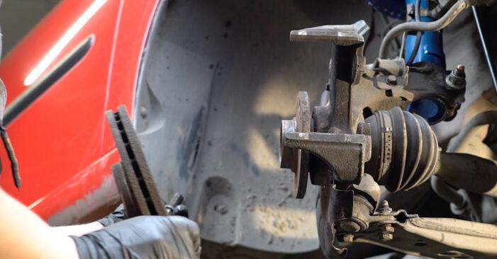 Schritt-für-Schritt-Anleitung zum selbstständigen Wechsel von Seat Ibiza 6L1 2007 1.4 TDI Bremsscheiben