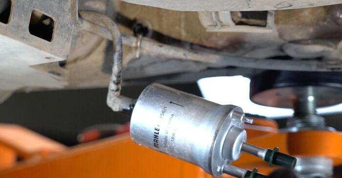 Hvor lang tid tager en udskiftning: Brændstoffilter på Seat Ibiza 6l1 2002 - informativ PDF-manual