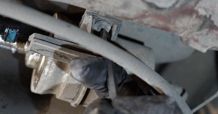 Hvordan man fjerner SEAT IBIZA 1.4 TDI 2006 Brændstoffilter - nem at følge online instruktioner