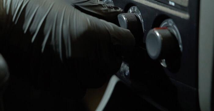 Austauschen Anleitung Innenraumfilter am Seat Ibiza 6L1 2004 1.9 TDI selbst