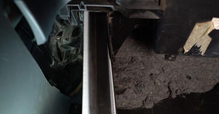 Innenraumfilter am SEAT Ibiza III Schrägheck (6L) 1.9 TDI Cupra R 2007 wechseln – Laden Sie sich PDF-Handbücher und Videoanleitungen herunter