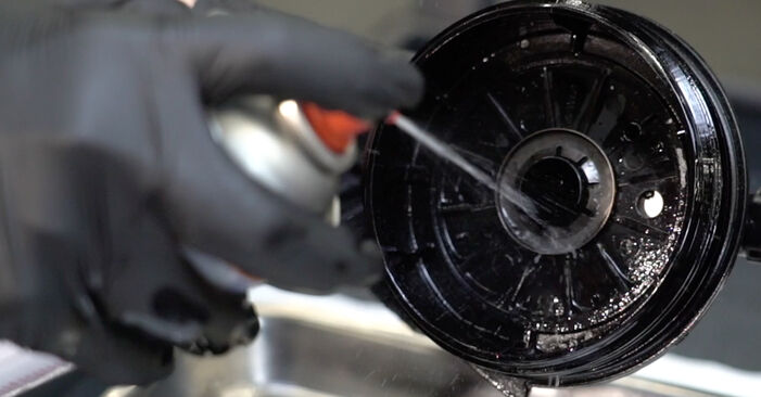 Schritt-für-Schritt-Anleitung zum selbstständigen Wechsel von Peugeot 307 SW 2007 2.0 HDi 135 Kraftstofffilter