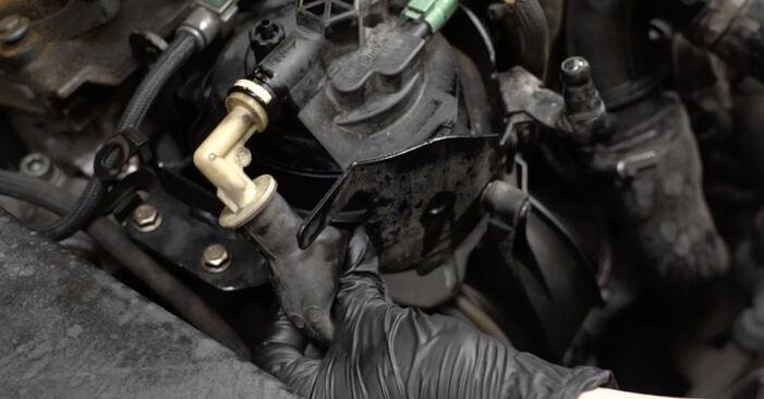 Wie schwer ist es, selbst zu reparieren: Kraftstofffilter Peugeot 307 SW 1.6 HDI 90 2008 Tausch - Downloaden Sie sich illustrierte Anleitungen