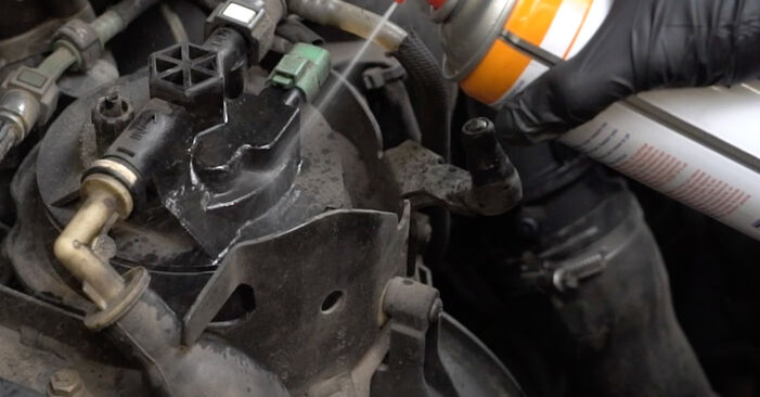Wechseln Kraftstofffilter am PEUGEOT 307 SW (3H) 2.0 16V 2005 selber