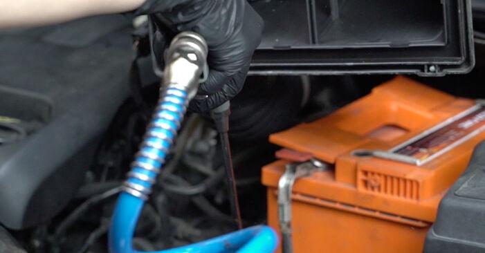 Ar sudėtinga pasidaryti pačiam: Peugeot 307 SW 1.6 HDI 90 2008 Oro filtras keitimas - atsisiųskite iliustruotą instrukciją