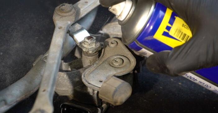Consigli passo-passo per la sostituzione del fai da te Renault Clio 3 2008 1.2 16V Hi-Flex Motorino Tergicristallo