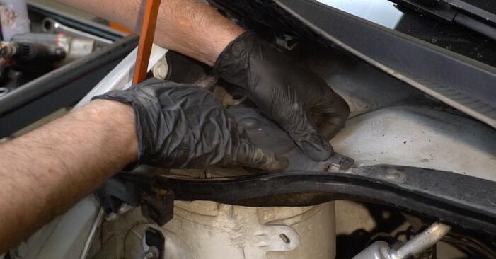 Stoßdämpfer am RENAULT Clio III Schrägheck (BR0/1, CR0/1) 1.5 dCi 2010 wechseln – Laden Sie sich PDF-Handbücher und Videoanleitungen herunter
