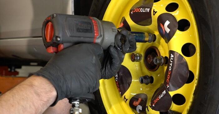 Смяна на Renault Clio 3 1.2 16V 2007 Свързваща щанга: безплатни наръчници за ремонт
