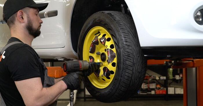 Wie RENAULT CLIO 1.2 16V Hi-Flex 2009 Kraftstofffilter ausbauen - Einfach zu verstehende Anleitungen online