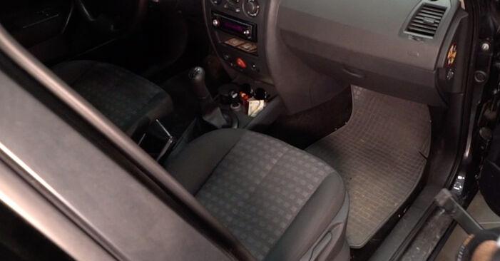 Jak vyměnit Kabinovy filtr na RENAULT Clio III Hatchback (BR0/1, CR0/1) 2010: stáhněte si PDF návody a video instrukce.