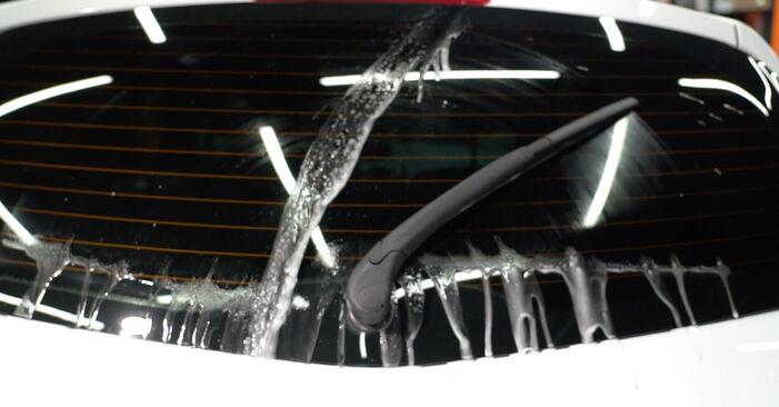 Wie schwer ist es, selbst zu reparieren: Scheibenwischer Renault Clio 3 1.2 16V 2011 Tausch - Downloaden Sie sich illustrierte Anleitungen