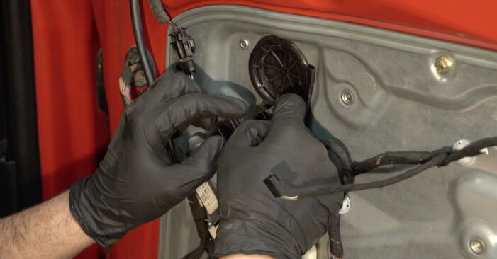 Πόσο δύσκολο είναι να το κάνετε μόνος σας: Κλειδαριές εξωτερικά αντικατάσταση σε Seat Ibiza 6l1 1.9 TDI 2008 - κατεβάστε τον εικονογραφημένο οδηγό