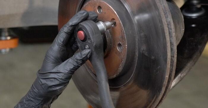 Wie Bremsscheiben PEUGEOT 307 SW (3H) 1.6 16V 2003 austauschen - Schrittweise Handbücher und Videoanleitungen