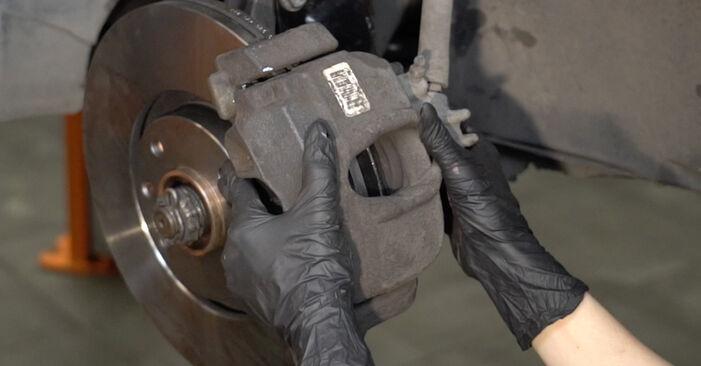 Tausch Tutorial Bremsscheiben am PEUGEOT 307 SW (3H) 2006 wechselt - Tipps und Tricks
