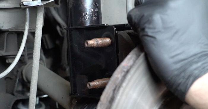 Wie Traggelenk PEUGEOT 307 SW (3H) 1.6 16V 2003 austauschen - Schrittweise Handbücher und Videoanleitungen