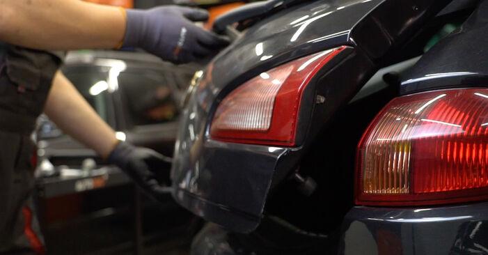 Πώς να αλλάξετε Βάση Αμορτισέρ σε Alfa Romeo 147 937 2000 - δωρεάν εγχειρίδια PDF και βίντεο οδηγιών