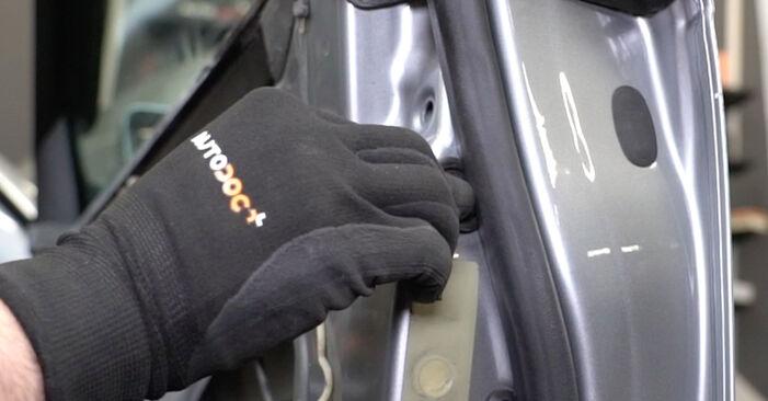 Wie schwer ist es, selbst zu reparieren: Fensterheber Audi A4 B7 Limousine 2.0 TFSI 2005 Tausch - Downloaden Sie sich illustrierte Anleitungen