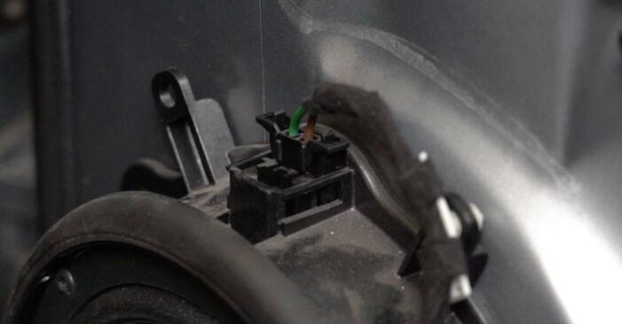 AUDI A4 2.0 TDI 16V Fensterheber ausbauen: Anweisungen und Video-Tutorials online