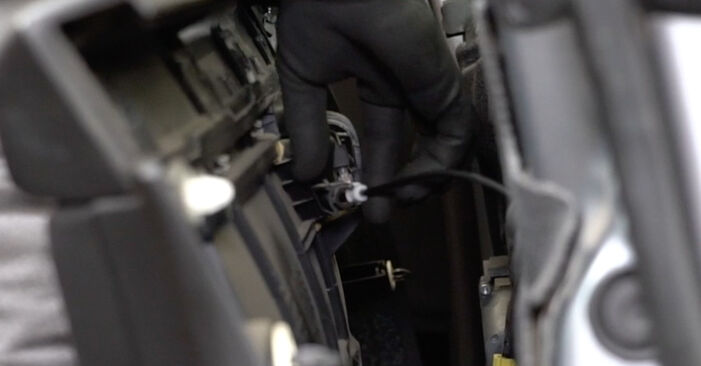 Wie Fensterheber AUDI A4 Limousine (8EC, B7) 1.9 TDI 2005 austauschen - Schrittweise Handbücher und Videoanleitungen