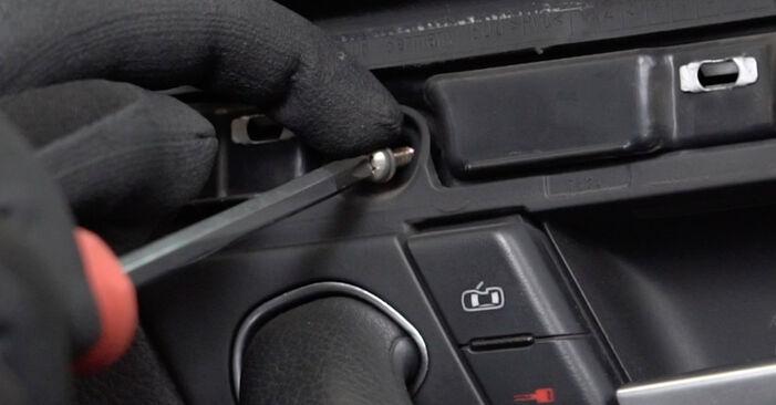 Fensterheber am AUDI A4 Limousine (8EC, B7) 1.8 T 2004 wechseln – Laden Sie sich PDF-Handbücher und Videoanleitungen herunter