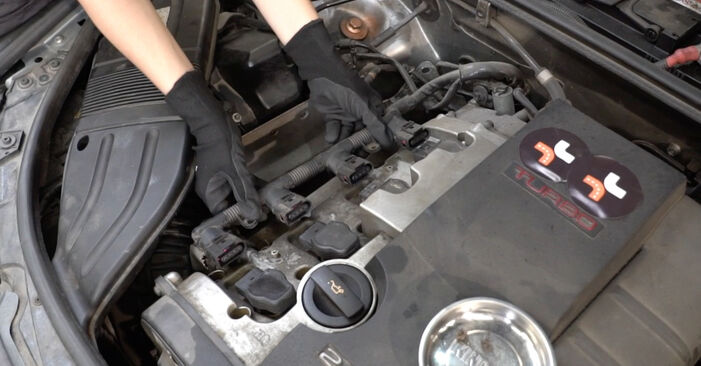 Как се сменя Запалителна свещ на AUDI A4 Седан (8EC, B7) 2.0 TFSI quattro 2007 самостоятелно