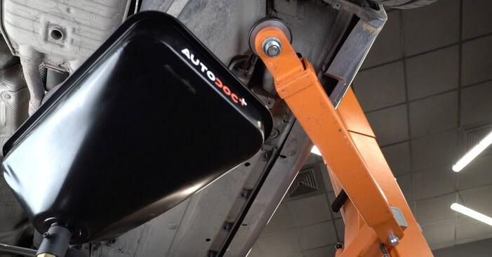 Hvordan bytte Drivstoffilter på AUDI A4 Sedan (8EC, B7) 2.0 TFSI quattro 2007 selv