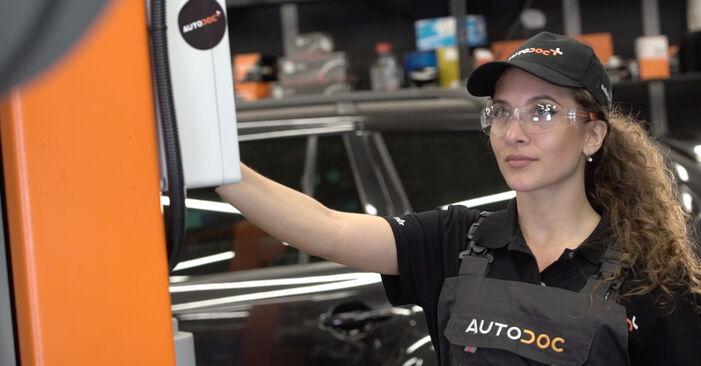 AUDI A4 2.0 TDI 16V Ölfilter ausbauen: Anweisungen und Video-Tutorials online