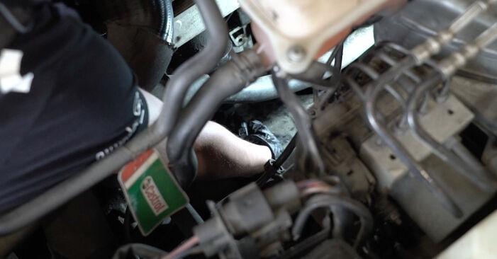 Austauschen Anleitung Ölfilter am Audi A4 B7 Limousine 2004 2.0 TDI 16V selbst