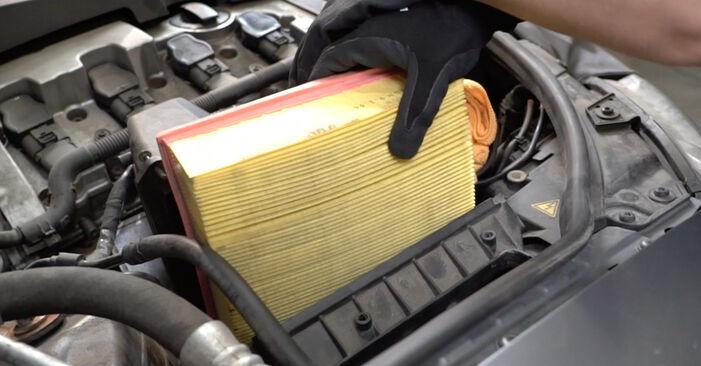 Austauschen Anleitung Luftfilter am Audi A4 B7 Limousine 2004 2.0 TDI 16V selbst