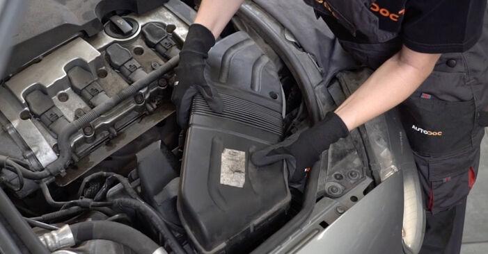 Luftfilter am AUDI A4 Limousine (8EC, B7) 1.8 T 2004 wechseln – Laden Sie sich PDF-Handbücher und Videoanleitungen herunter