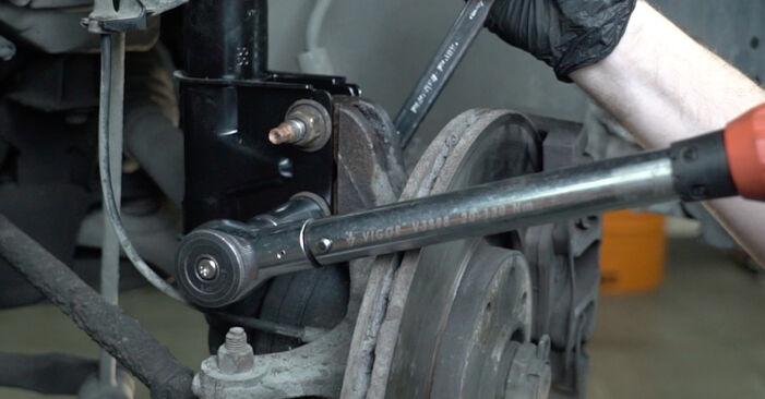 Schritt-für-Schritt-Anleitung zum selbstständigen Wechsel von Peugeot 307 SW 2007 2.0 HDi 135 Stoßdämpfer