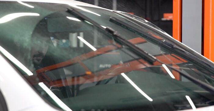 Scheibenwischer beim VW GOLF 2.0 TDI 2009 selber erneuern - DIY-Manual