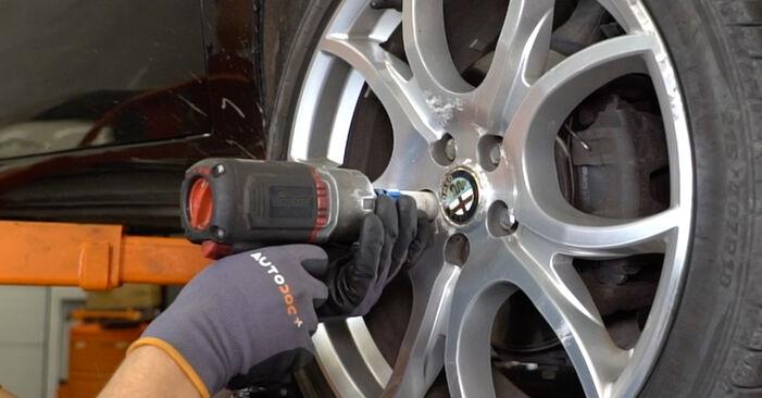 Querlenker Alfa Romeo 147 937 1.6 16V T.SPARK ECO 2002 wechseln: Kostenlose Reparaturhandbücher