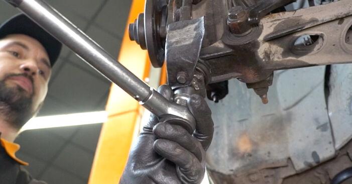 ALFA ROMEO 147 1.9 JTD (937.AXF1A, 937.BXF1A) Radlager ausbauen: Anweisungen und Video-Tutorials online